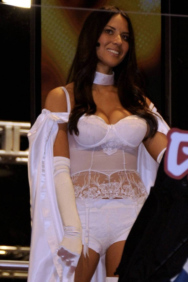 gallery_enlarged-0726_olivia_munn_comiccon_10