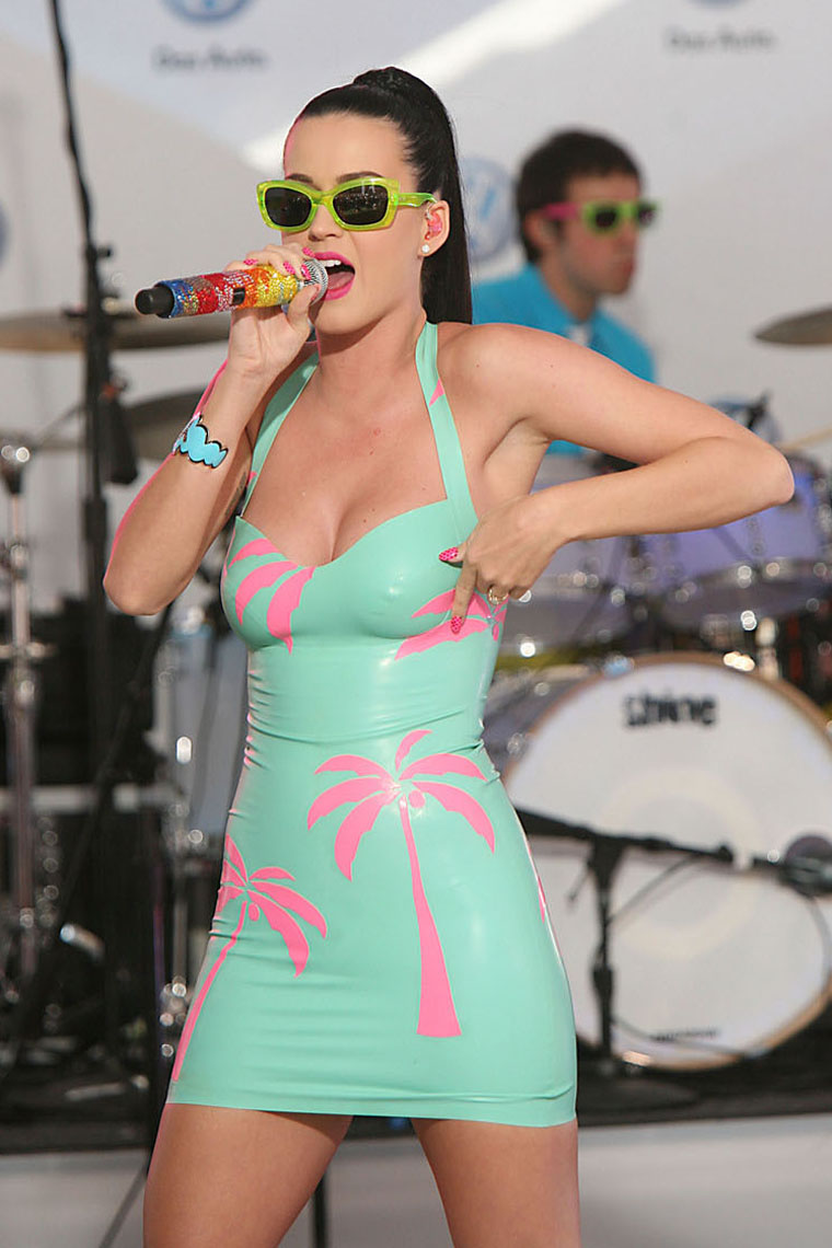 0616 katy perry upskirt 07 Katy Perry Upskirt   kaley cuoco sex tape's blog